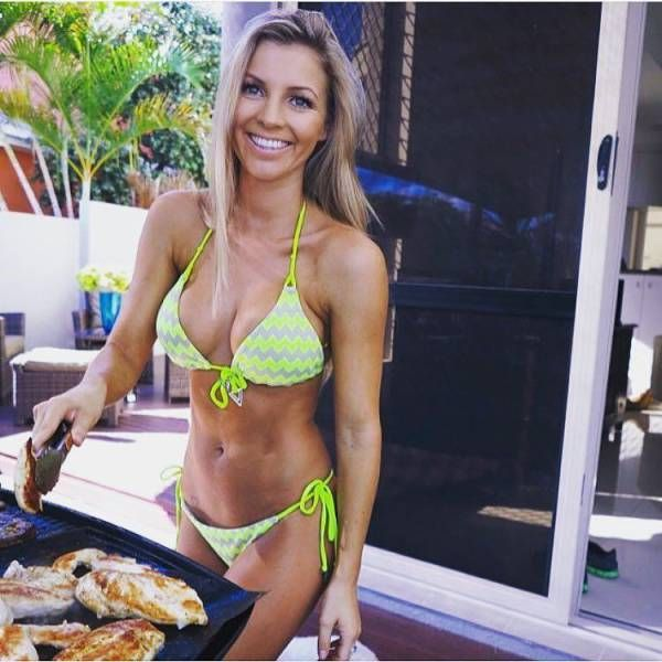 Beautiful Girls Grilling (26 pics)