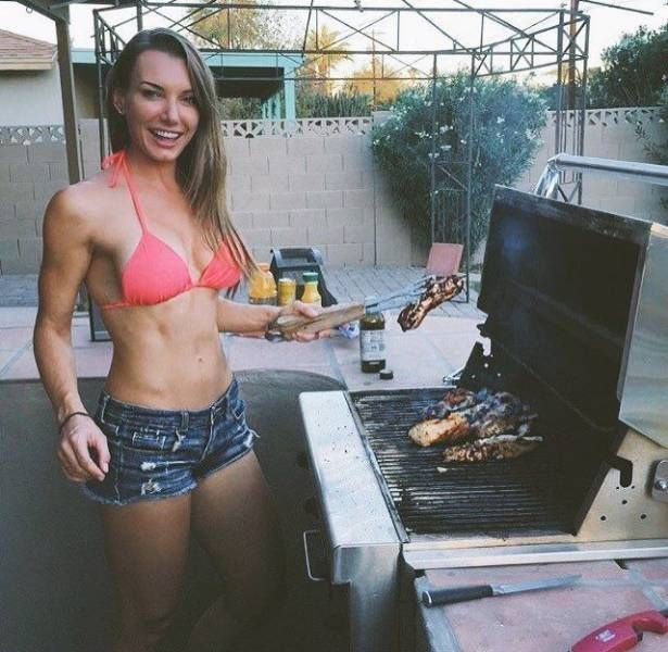 Beautiful Girls Grilling (26 pics)
