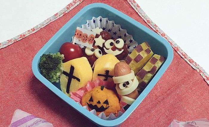Halloween-Themed Lunchboxes (10 pics)