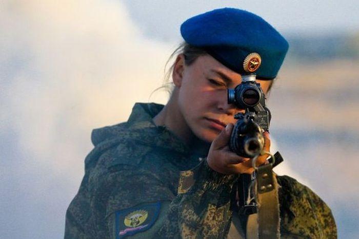 Russian Military Girls (12 pics)