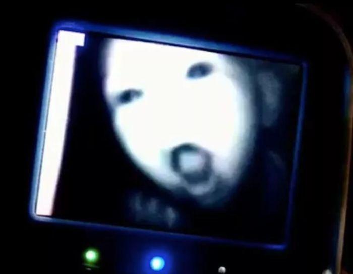 Creepy Stuff On Baby  Monitors (19 pics)