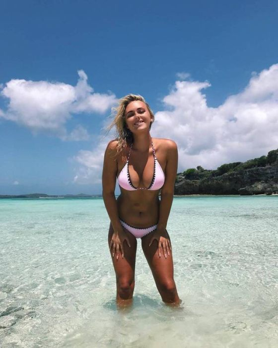 Sexy Bikinis Girls (35 pics)
