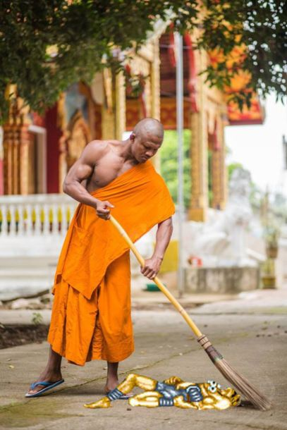 Shaolin Monk Got Photoshopped (15 pics)