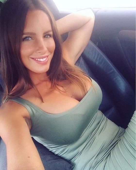 Hot Car Selfies (38 pics)