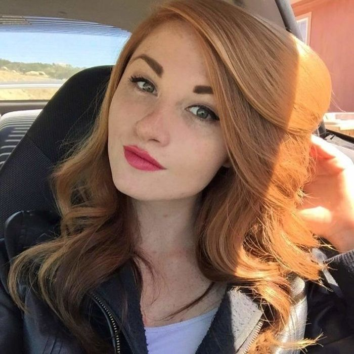 Gorgeous Girls Taking Car Selfies : theCHIVE