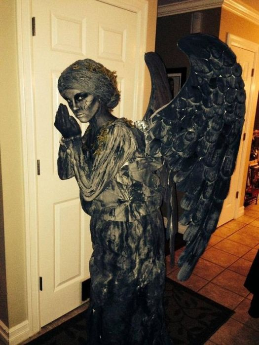 Very Creepy Costumes (16 pics)