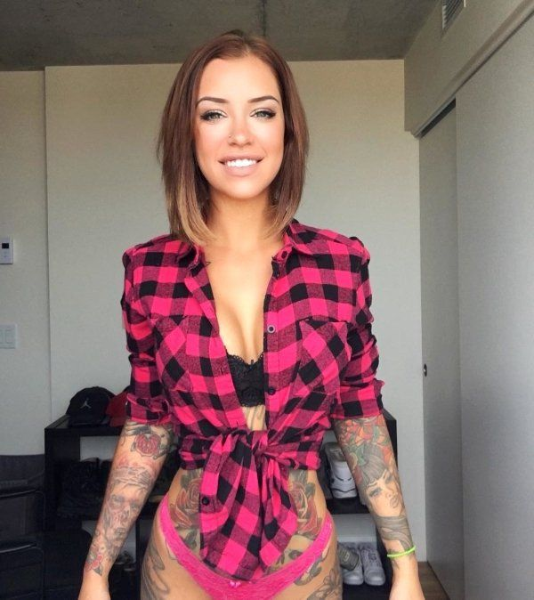 Hot Girls Wearing Shirts (33 pics)
