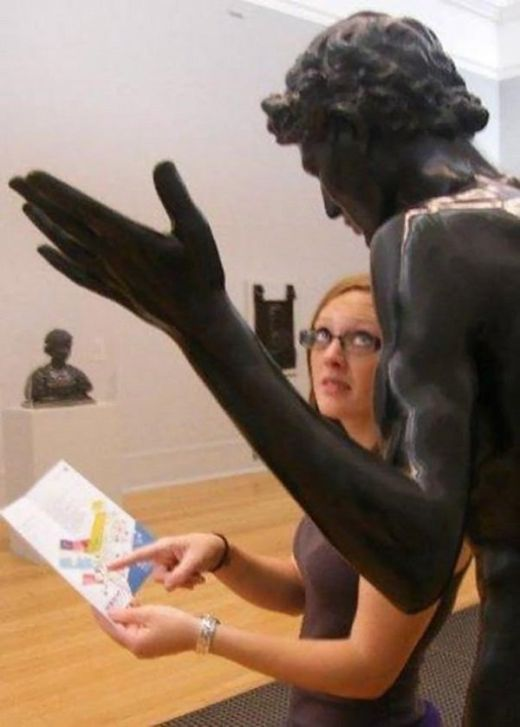 Fun With Statues (23 pics)
