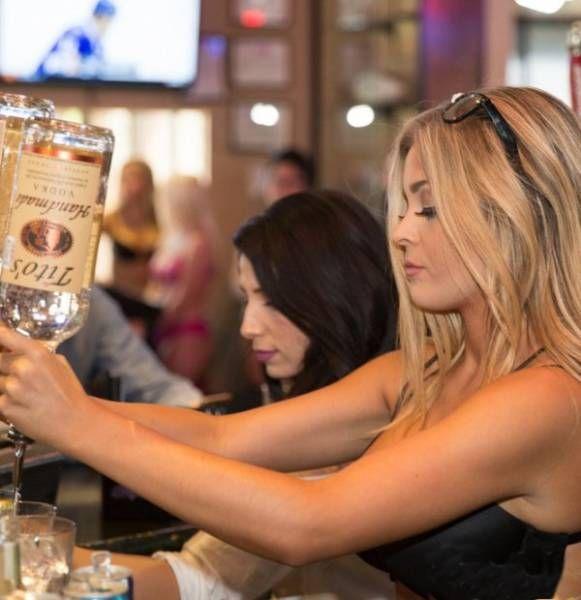 Hot Girls Working In Sport Bars (27 pics)
