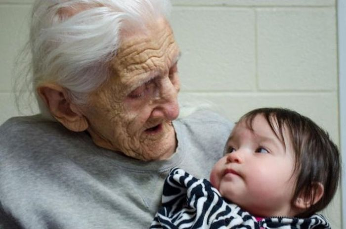 Kids Meet Their Grandparents For The First Time (29 pics)