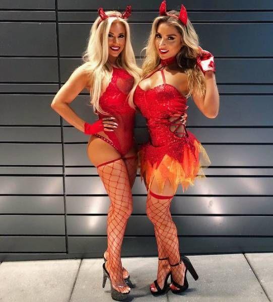 Sexy Halloween Costumes (54 pics)