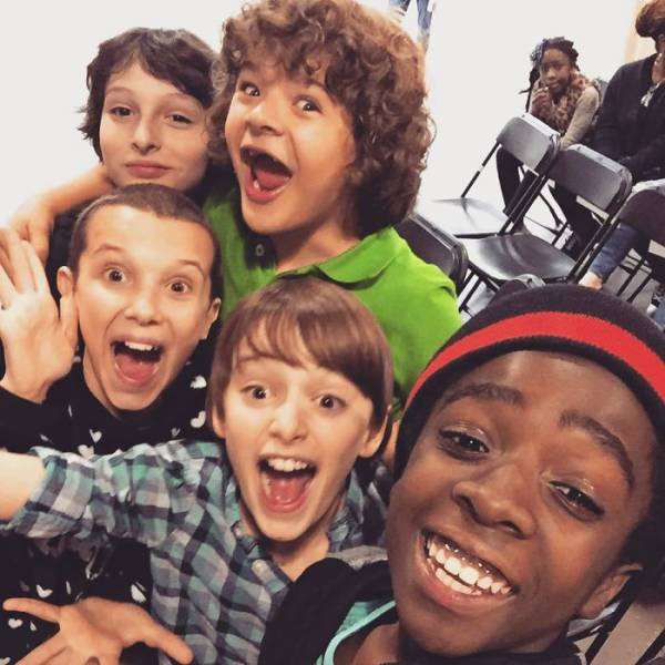 Stranger Things Cast In Real Life (33 pics)