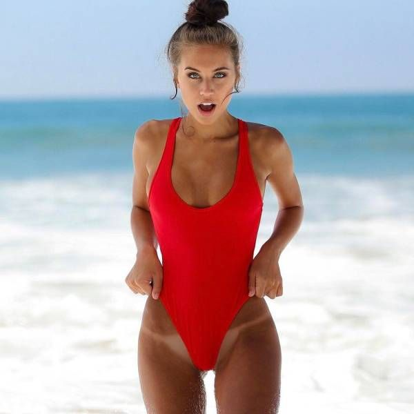 One-Piece Swimsuits (27 pics)