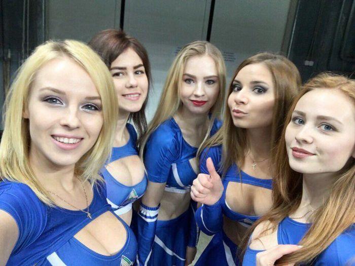 Russian Ice Hockey Cheerleaders (34 pics)