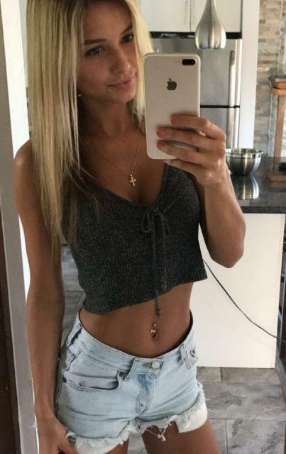 Girls In Tiny Shorts (25 pics)