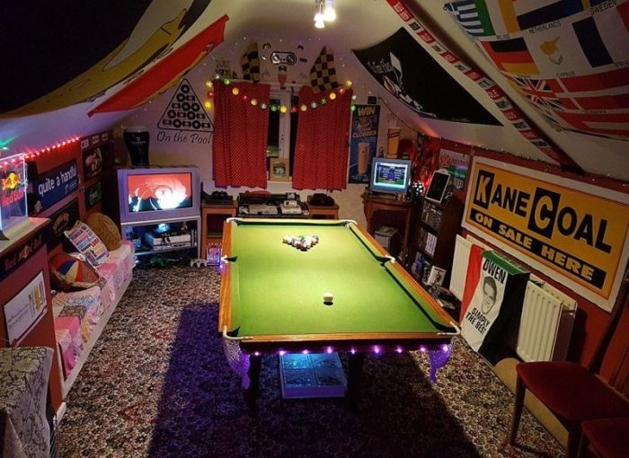 The Best Man Caves In The UK (18 pics)