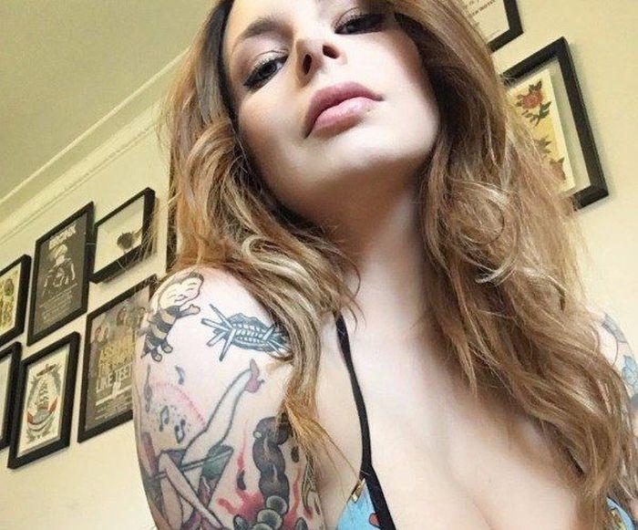 Tattoo Girls (25 pics)