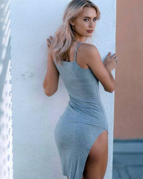 Girls In Tight Dresses (38 pics)