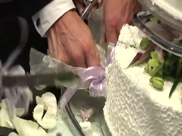 Bloody Cake Smash - Brawl Between Bride And Groom