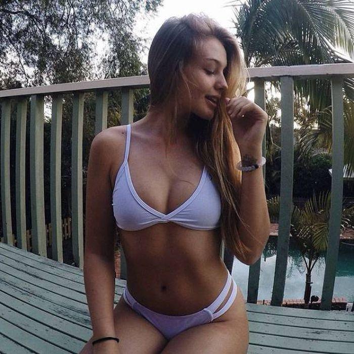 Very Hot Bikini Girls (30 pics)