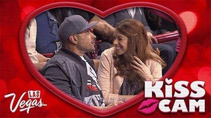 The 'Kiss Cam' never lies (15 gifs)
