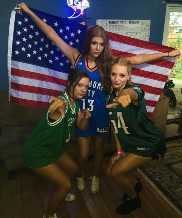 Girls Wearing Sports Uniforms (30 pics)