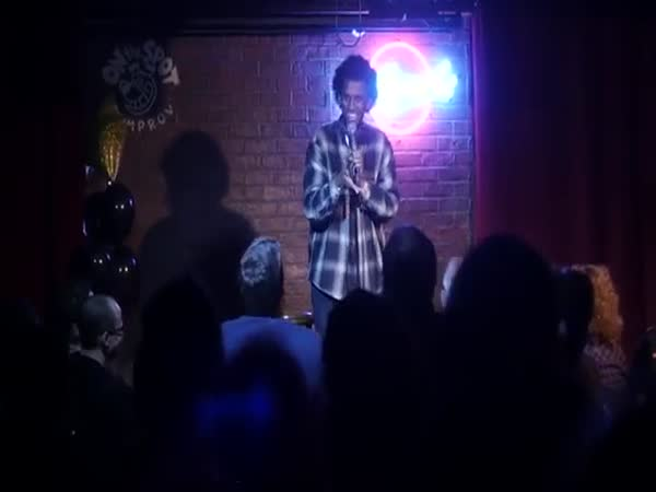 When Blind Heckler Goes Against A Stand-Up Comedian