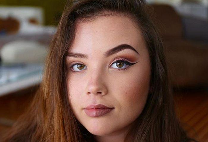 Half Makeup (18 pics)