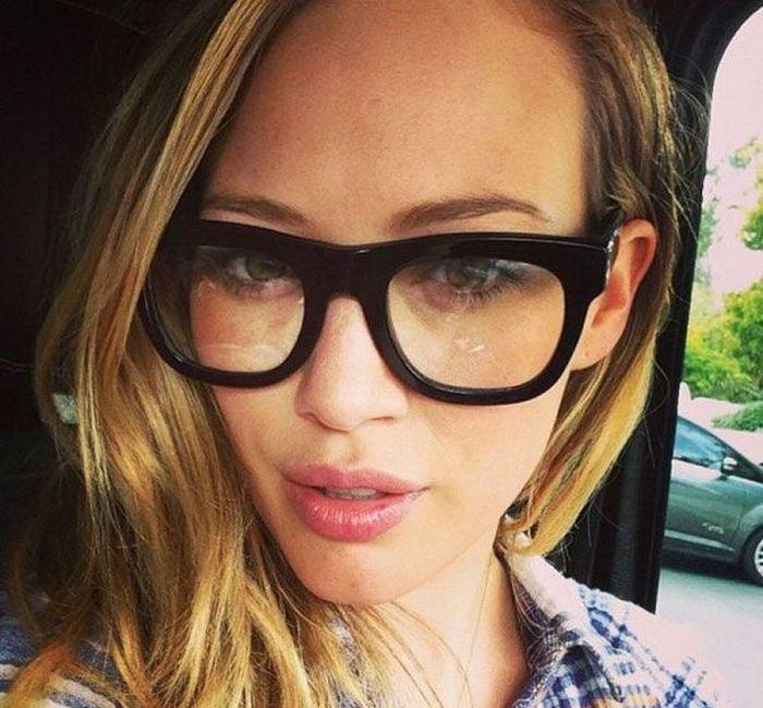 """girl glasses 02 - סקסיות שנראות """"חכמות"""" עם משקפיים (30 תמונות)"""