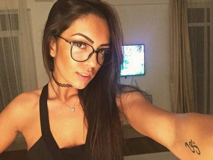 """girl glasses 03 - סקסיות שנראות """"חכמות"""" עם משקפיים (30 תמונות)"""