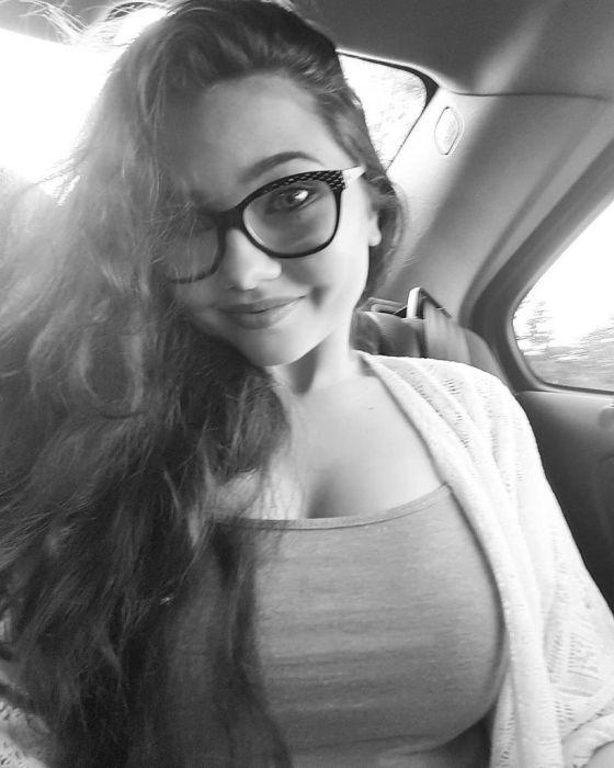 """girl glasses 20 - סקסיות שנראות """"חכמות"""" עם משקפיים (30 תמונות)"""