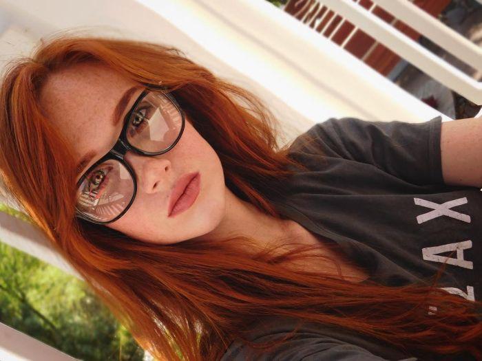 """girl glasses 22 - סקסיות שנראות """"חכמות"""" עם משקפיים (30 תמונות)"""