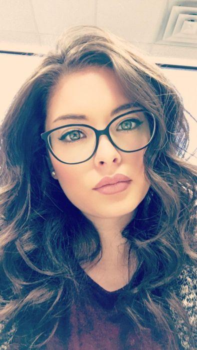 """girl glasses 24 - סקסיות שנראות """"חכמות"""" עם משקפיים (30 תמונות)"""
