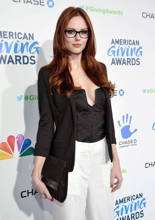 """girl glasses 28 - סקסיות שנראות """"חכמות"""" עם משקפיים (30 תמונות)"""