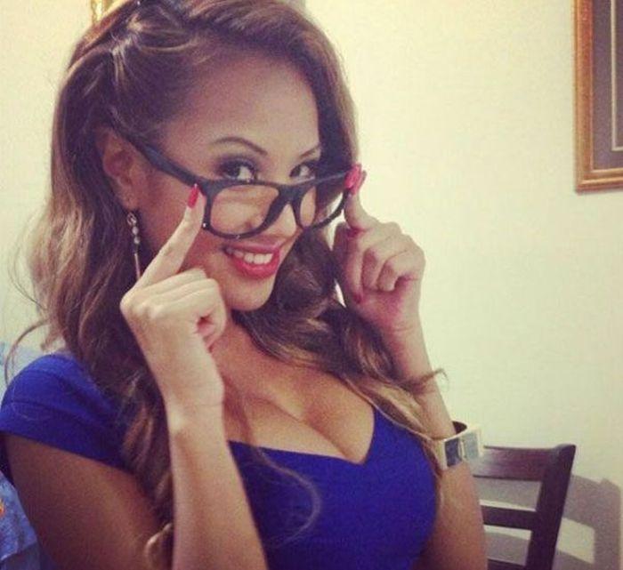"""girl glasses 30 - סקסיות שנראות """"חכמות"""" עם משקפיים (30 תמונות)"""
