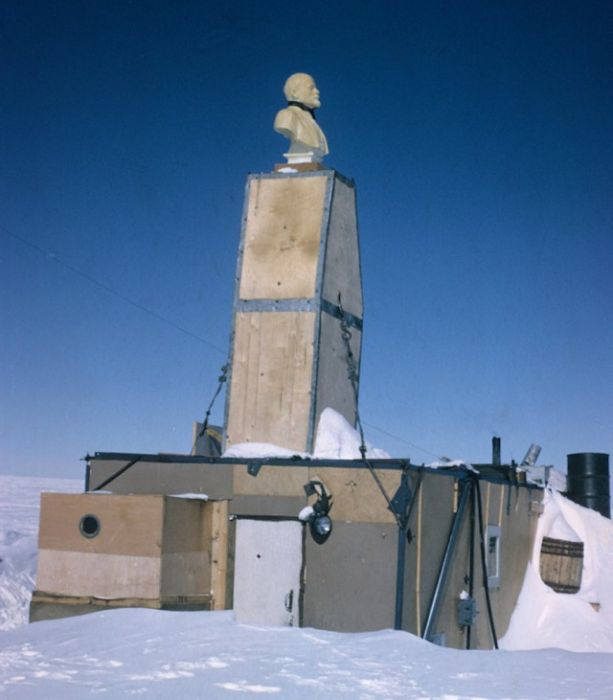 Abandoned Antarctic Stations (42 pics)