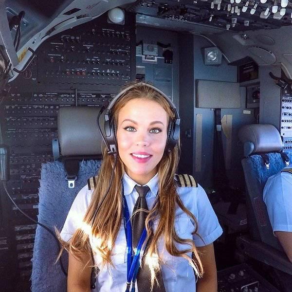 Hot Swedish Pilot Malin Rydqvist (23 pics)
