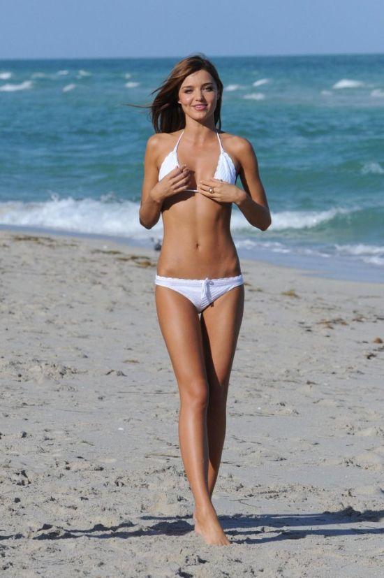 white swimsuit 12 - בגדי ים בלבן זה כל כך סקסי (28 תמונות)