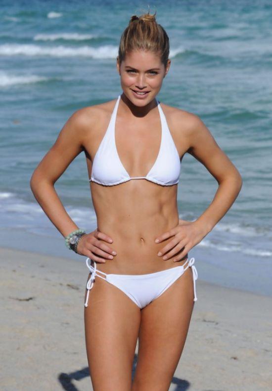 white swimsuit 13 - בגדי ים בלבן זה כל כך סקסי (28 תמונות)