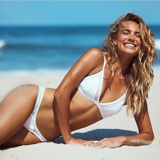 white swimsuit 17 - בגדי ים בלבן זה כל כך סקסי (28 תמונות)