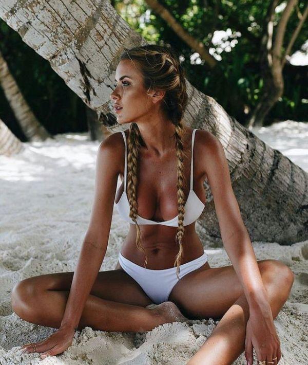 white swimsuit 18 - בגדי ים בלבן זה כל כך סקסי (28 תמונות)