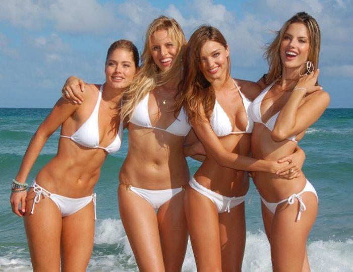 white swimsuit 25 - בגדי ים בלבן זה כל כך סקסי (28 תמונות)