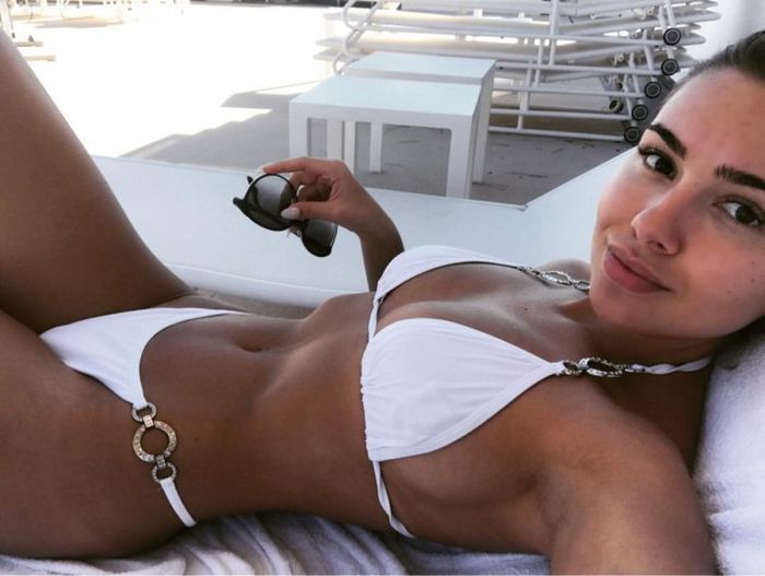 Girls In White Swimsuits (28 pics)