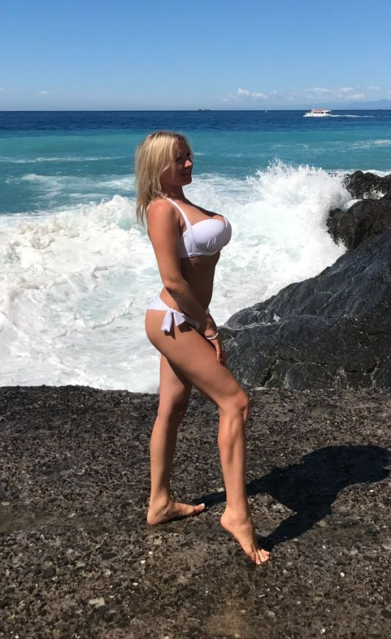 white swimsuit 27 - בגדי ים בלבן זה כל כך סקסי (28 תמונות)