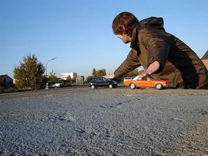Forced Perspective Photographs (30 pics)