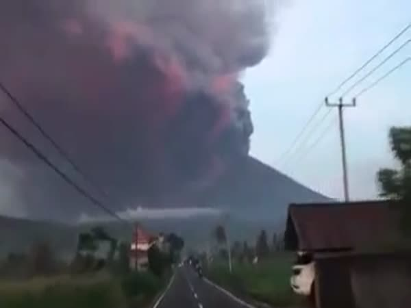 Bali Volcano: 100,000 Evacuated as Mount Agung Lava Eruption Imminent