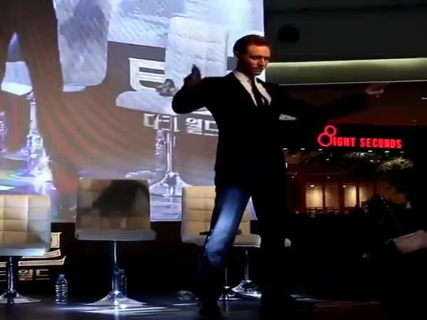 Tom Hiddleston Burns The Dancefloor In Korea
