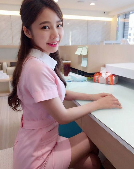 Hot Nurse Ning Chen From Taiwan (20 pics)