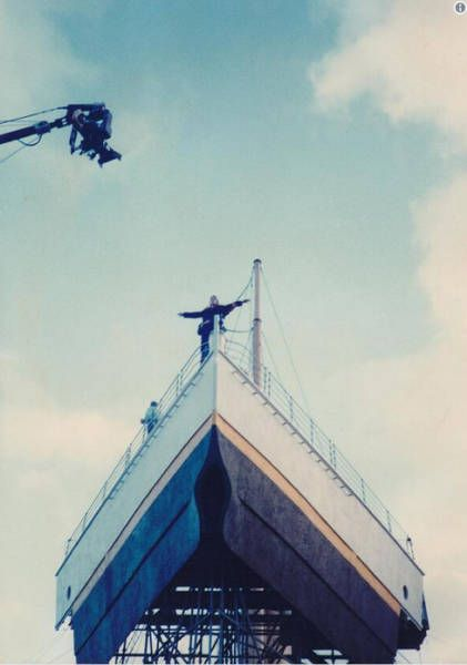 Behind-The-Scenes Photos From Famous Movies (26 pics)