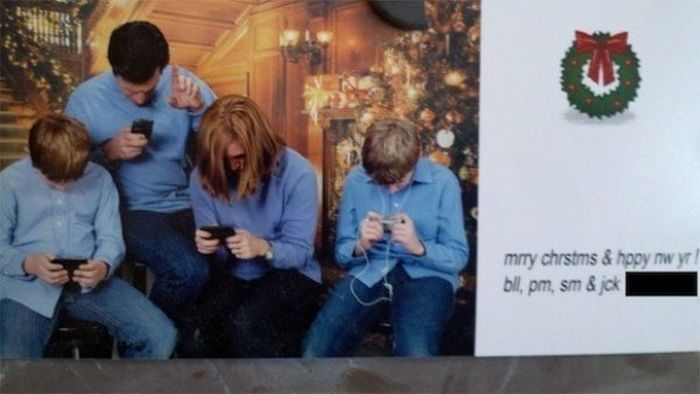 Sad Christmas Greeting Cards (18 pics)